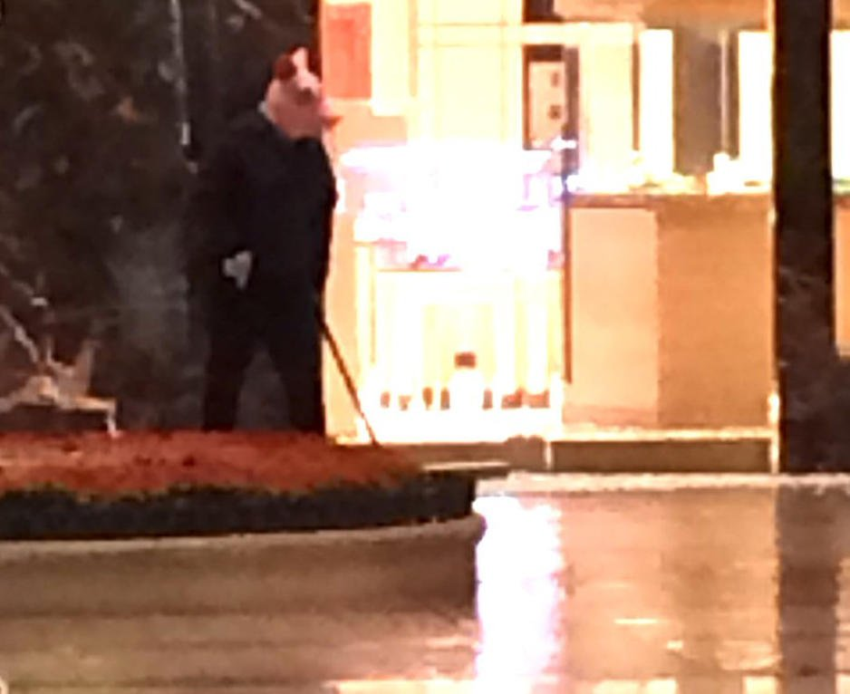 Las Vegas police investigating burglary, reported gunshots at a retail store inside Bellagio Hotel and Casino https://t.co/22QPBLVAVc