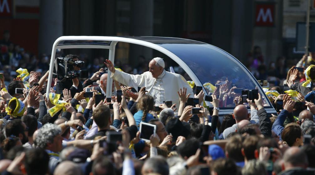 Le pape à la rencontre des défavorisés à Milan ➡️ https://t.co/w4DhogrxMO