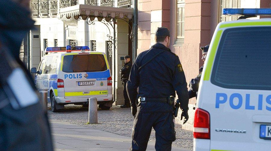 #Suède : début du procès de trois personnes accusées d'avoir filmé un viol en direct sur #Facebook https://t.co/Qf2DGPrvks