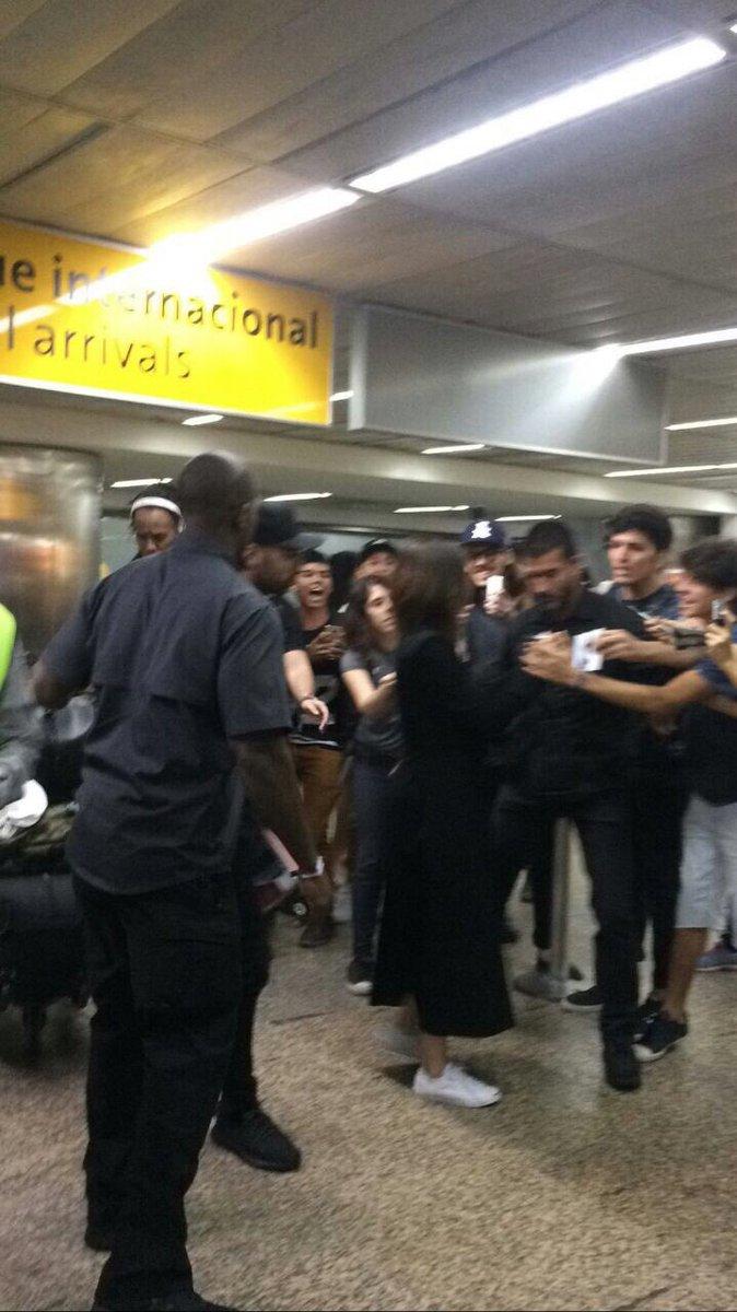 Aeroporto Sp : Selena gomez tá em solo brasileiro minha gente! ela acabou de