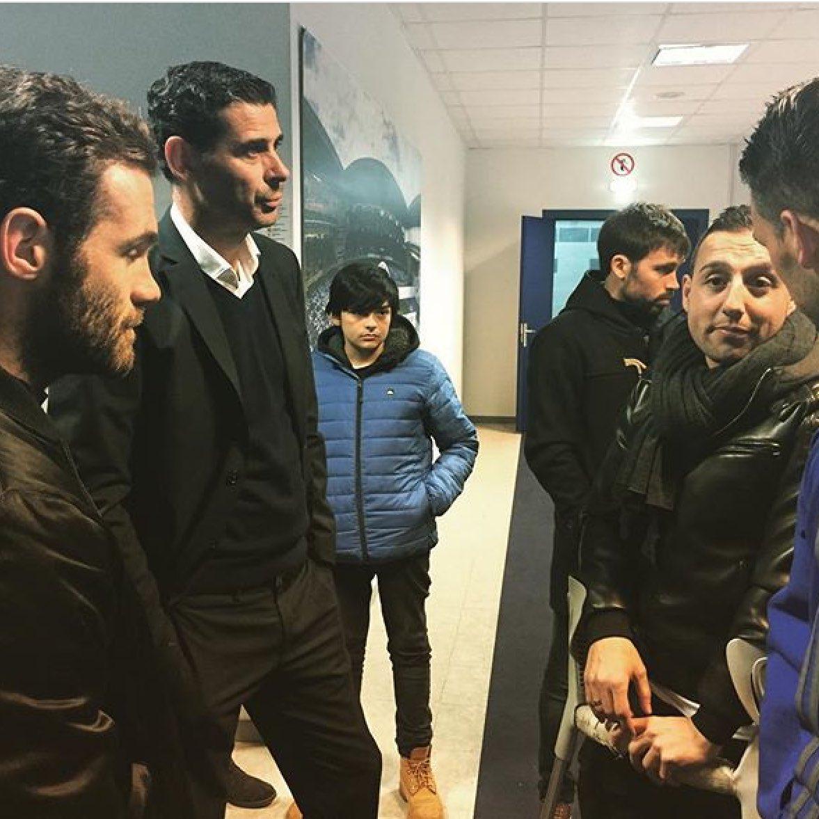 RT @oviedismoinfo: Hierro conversando con Mata y Cazorla. Foto vía @RealOviedo https://t.co/PpmQPRXslg