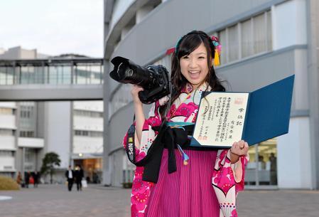 【うれしい勲章】ももクロ・有安杏果 日本大学芸術学部写真学科を卒業 https://t.co/B8Z8nyNPSP  大学生だったと明かしていなかったがアイドル活動と学業を両立。100年近い歴史で初となる芸術学部長特別表彰を受賞した。