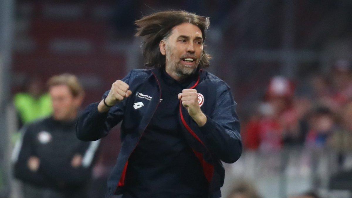 Trotz Pleiten-Serie|Job-Garantie für Wackel-Trainer Schmidt