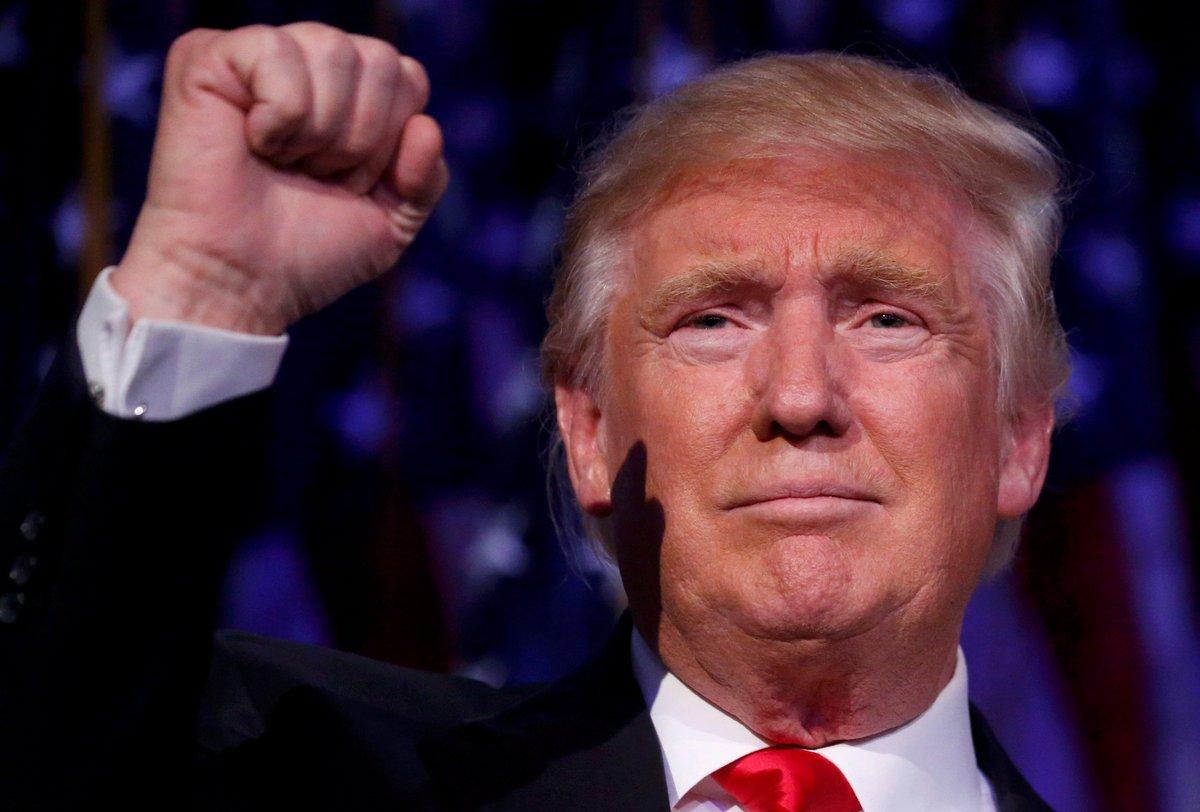 Почему у трампа белые круги вокруг глаз