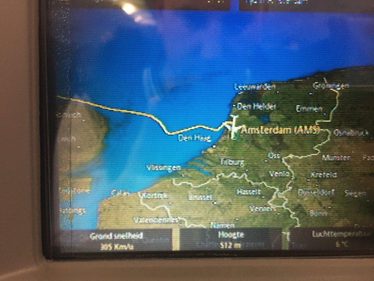 Mathijs_Kok: Veilig op de grond, wij vermoeden een piloot die aan het appen was 😱 #roadfromimagine https://t.co/UdLGEKiPY9
