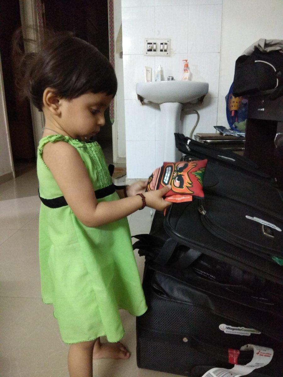 Vijaygolani: My daughter is not going away from my bag,  #imagineswag  for children #Magentoimagine @wagento https://t.co/4KtfJaz4Io