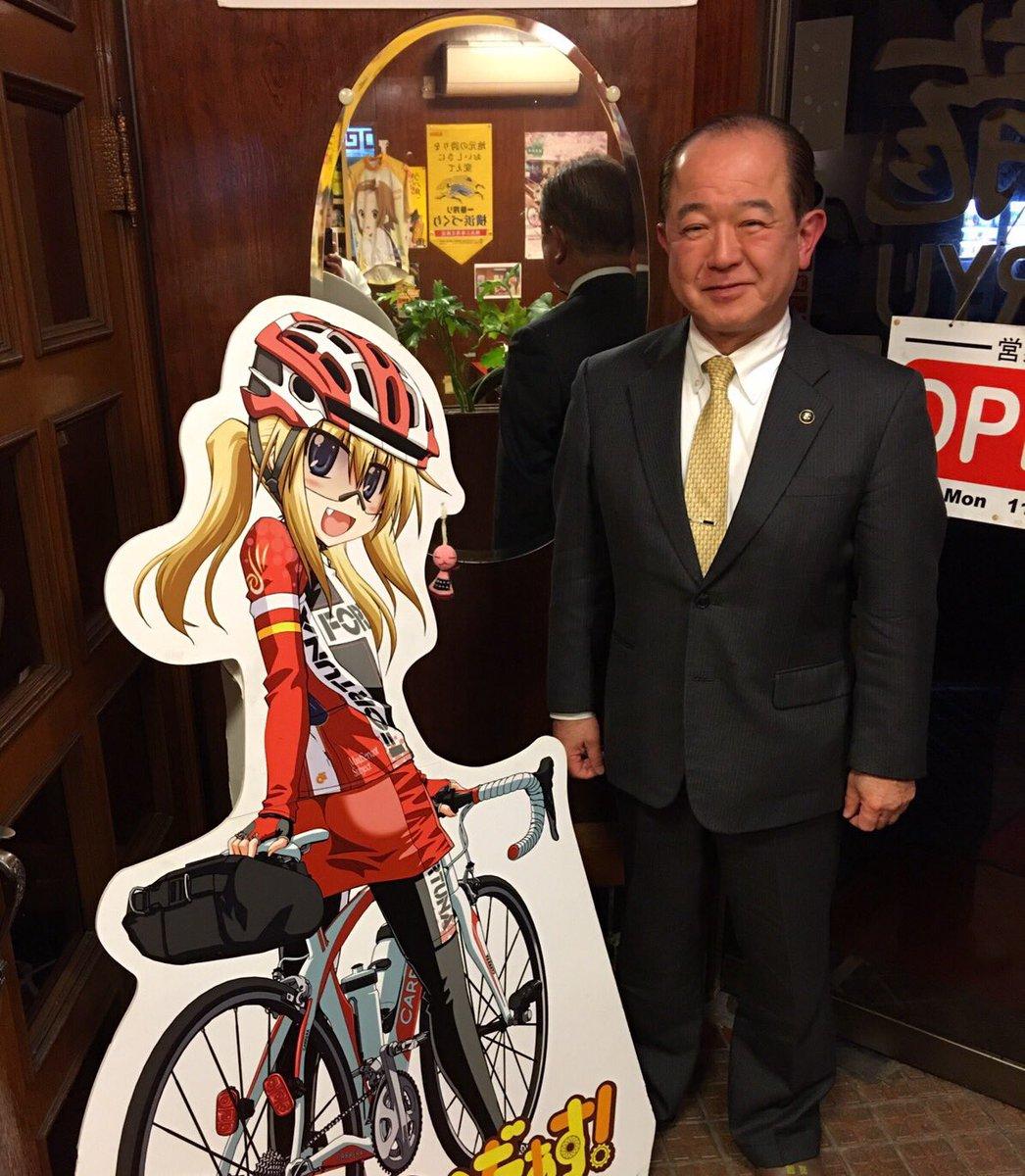 本日は定休日ですが、ご宴会がありまして、座間市市長遠藤三紀夫氏がご来店。雛子との撮影に快く承諾してくださりました!ありが