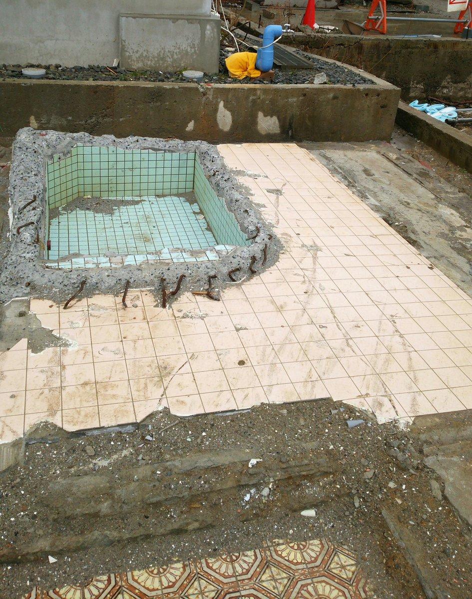 昨日行った大鍋屋さん本館跡…今は取り壊されてわぐちゃん達7人が入ったお風呂もこんな姿に…今の跡地には新館が2年かけて建て