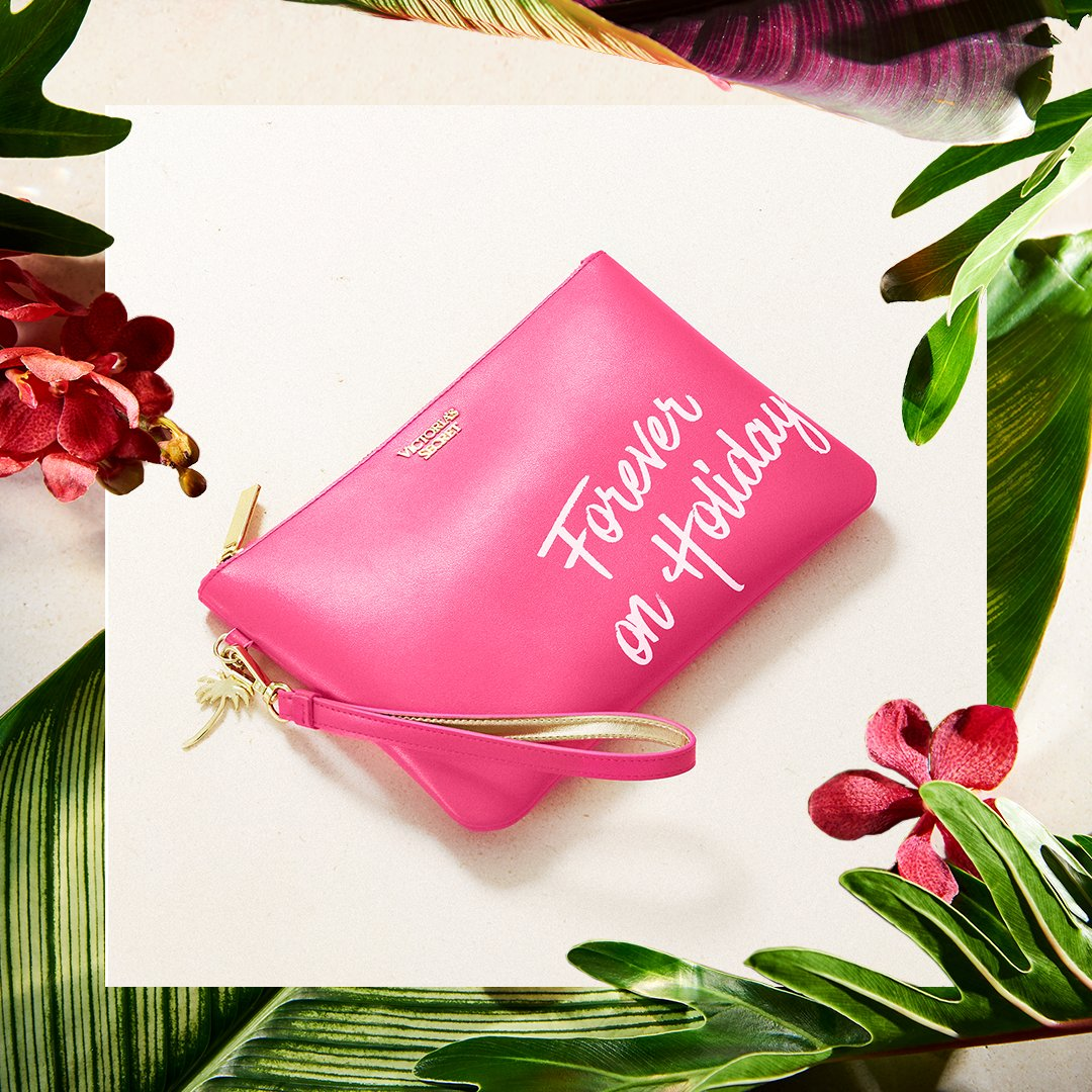 Grab & go—FREE clutch with any $60 beauty purch! ???????????????? only. https://t.co/0CLll44ZEm https://t.co/X2GCabLU82