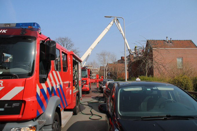 Brandweer eruit voor binnenbrand in woning Gladiool Naaldwijk. Betrof brand op bovenverdieping niemand gewond https://t.co/P6ussPIMPG