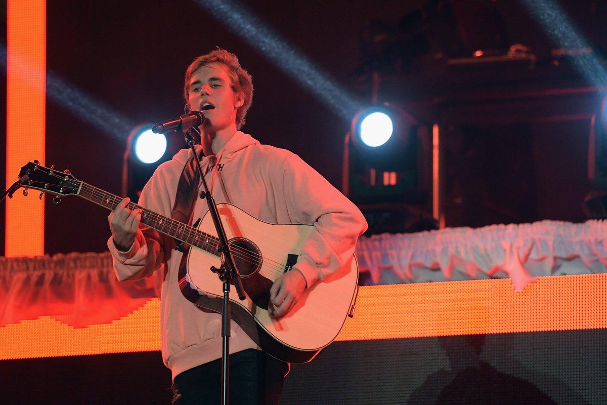 Surpresas, setlist e mais detalhes dos shows do Bieber no Brasil! https://t.co/Z03RNfdKen #1DayToPurposeTourBRASIL