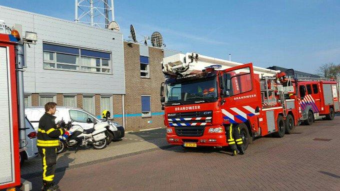 Naaldwijk Binnenbrand bij de Caiway aan de Industriestraat. Brandweer snel tp. https://t.co/BBWA5f43F8