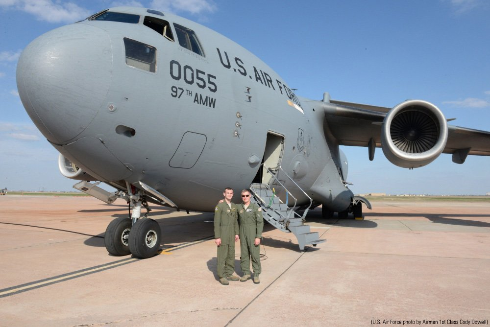 'A Special Feeling': Air Force Dad Refuels Son's Plane on Training Mission https://t.co/mUbbsJiW86