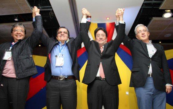 Partido con 3 ministros, 2 secretarios y 2 directores del DAS presos, convoca a marcha contra corrupción→ https://t.co/fONvFqHuC1