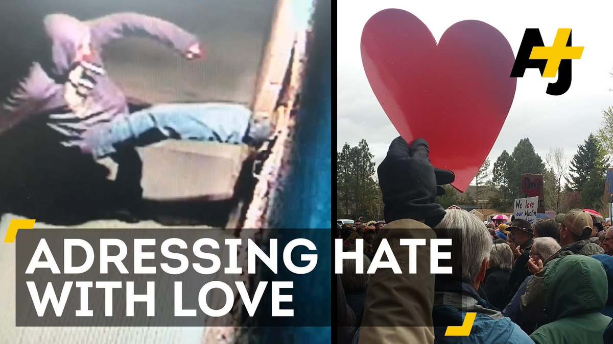 Hundreds of people formed a human chain around this mosque after it was vandalized ❤️