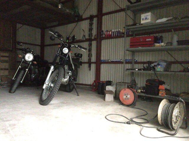 物置倉庫 #バイクガレージ 化計画少しづつ進行中。#トリッカー #SRX