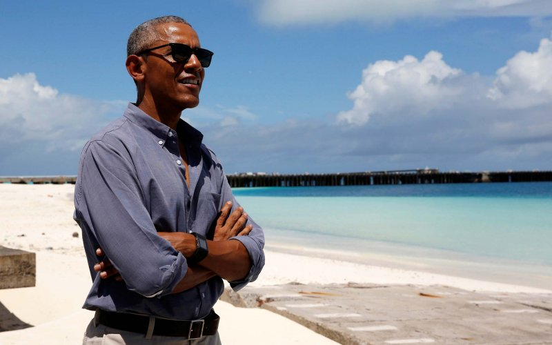 Obama's going to write his memoir on Marlon Brando's island hideaway–because why not? https://t.co/wTiXr3qXPN