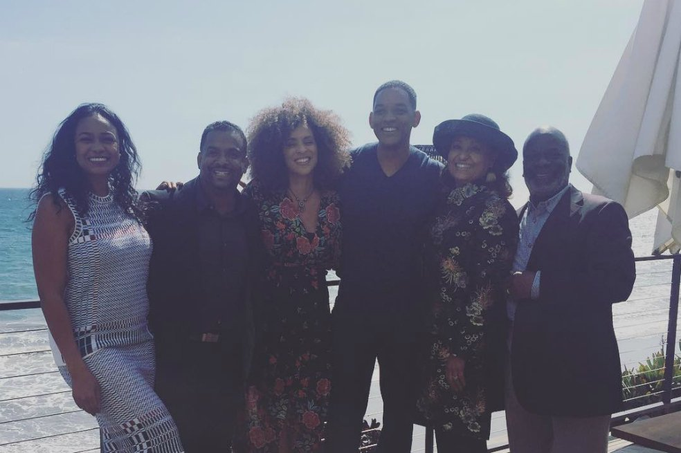 Will Smith se reencuentra con el elenco de 'El príncipe del Rap'. https://t.co/AfxkDWLvjn