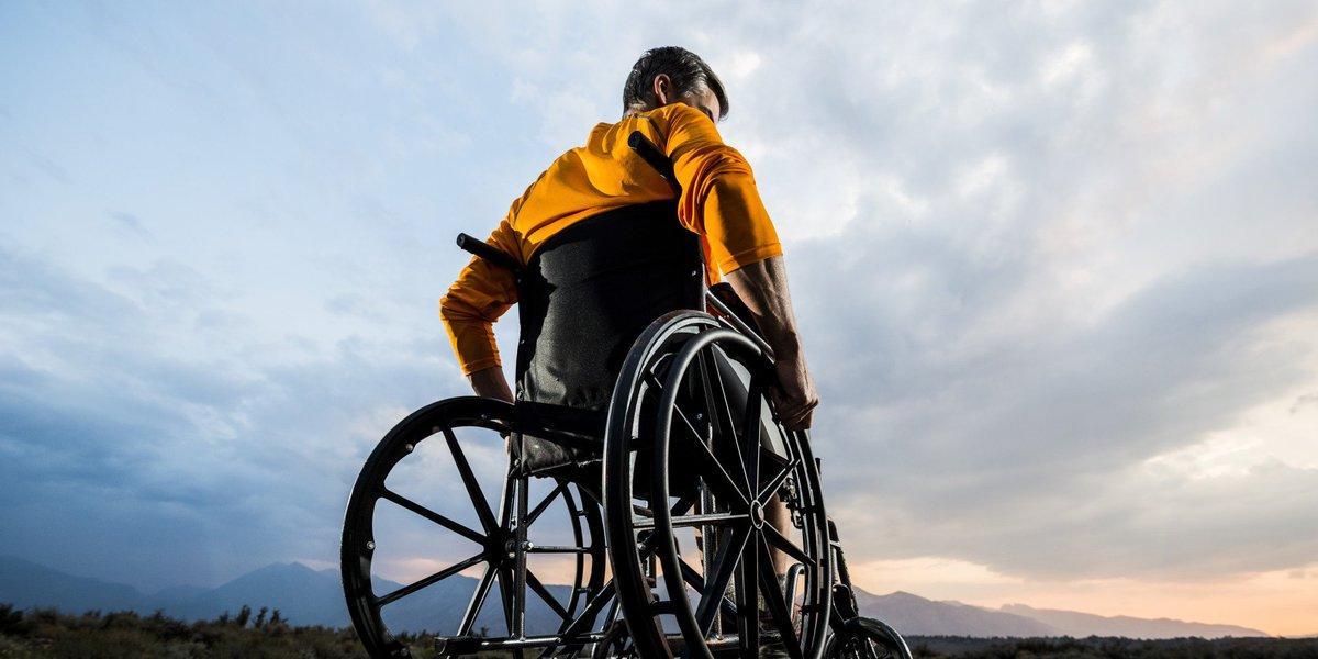 Totalement paralysé, il réussit à se servir de son bras et de sa main https://t.co/Ba8d938uKt