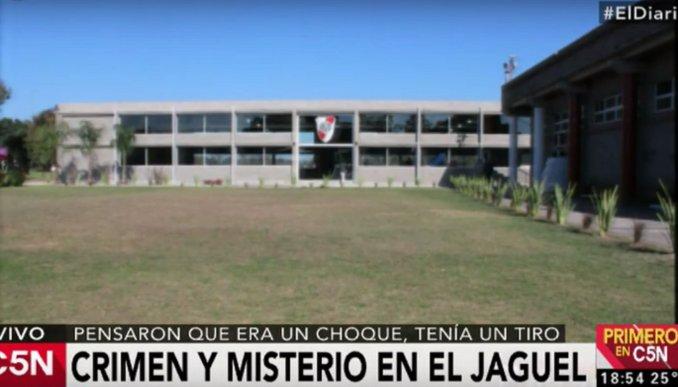Crimen y misterio en #Jaguel: un hombre apareció muerto con un tiro en la nuca  https://t.co/Pz7jatSdHk