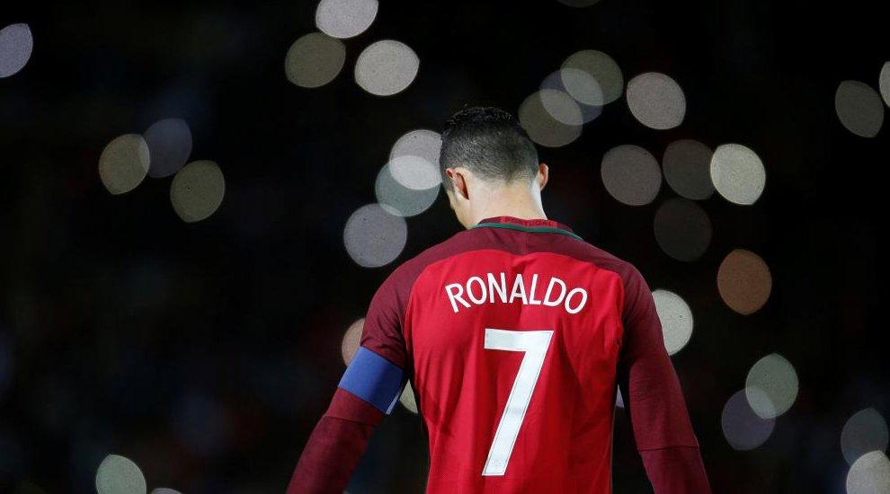 CR7 volvió a Funchal, su casa. Marcó con Portugal, que ganaba 2-0... pero Suecia remontó en media hora. Resumen ▶ https://t.co/U0OoX2hRYI