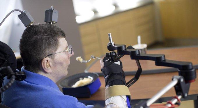 Un Américain tétraplégique retrouve l'usage de son bras grâce à des implants cérébraux 👉https://t.co/6iCVjYLJxQ