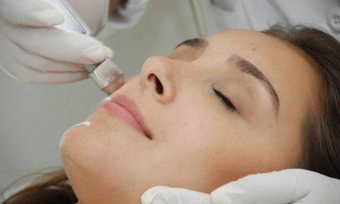 Dermatologista lista cinco hábitos que vão deixar sua pele incrível. https://t.co/l47NZOOZxy  [@CadernoEla]