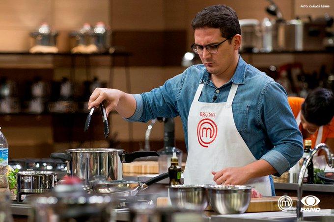 O @MChefBruno é o primeiro a deixar a nossa cozinha! Um grande cozinheiro que vai continuar deixando a marca por onde passar. #MasterChefBR
