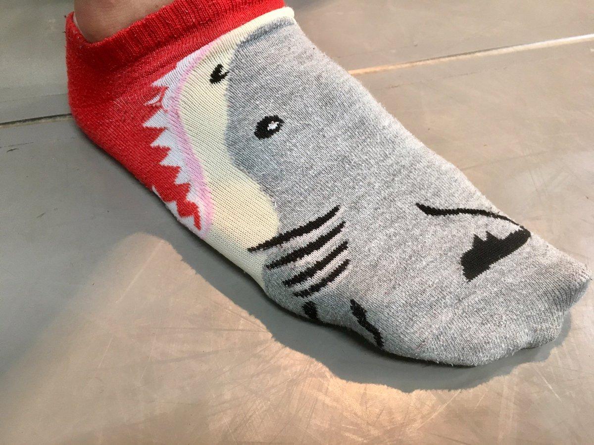 アケチ役・北園涼くんがチョーイカしたくつ下を履いていたのでおもわず激写。サ、サメに喰われるー! #乱歩奇譚