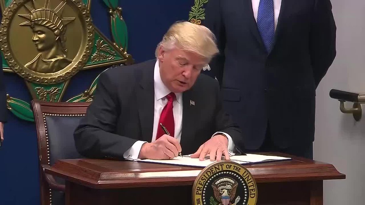 Après son échec dans l'Obamacare, Donald Trump se vange sur le climat https://t.co/KfZ1zHunQO