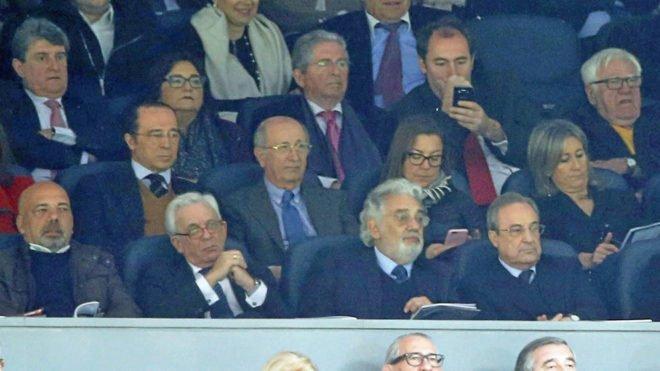 ¿A quién se refiere Piqué en sus críticas al palco del Bernabéu? https://t.co/yOo4Q4bBlE