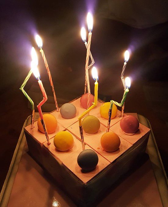 happy birthday irene, makin cantik kaya miranda kerr ya wkwkw udah tuh hadiahnya