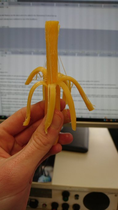 I'm eating an actual Cheestring! All for radio purposes on @HeartSouth (Kind of.) #nostalgia https://t.co/wTzBqkpA1U
