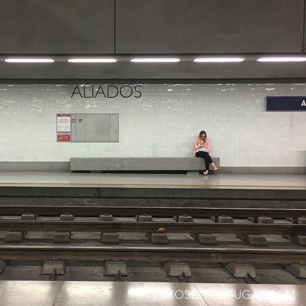 test ツイッターメディア - シンプルなタイルが美しい、ポルトの地下鉄。 #ポルト #ポルトガル https://t.co/HSeWmSctci