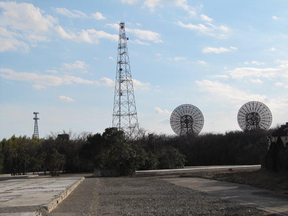 東京都府中市でアニメの聖地といえば、『残響のテロル』のアテネ計画のロケ地となった米軍基地跡地の建物は、現在取り壊し中。こ