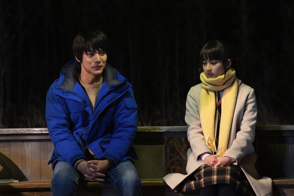 \ 🌷春休みだよ🌷 /『#ReLIFE』胸キュンウィーク💕夜のバス停で2人きり…距離感がつかめない、ドッキドキのシーンで