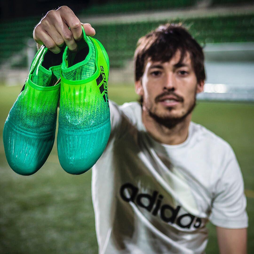 ¡Nuevas #X16 ya en mi poder #NeverFollow @adidas_ES @adidasfootball https://t.co/auLIY264Is