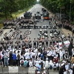 Indonesian Muslim protesters march against Jakarta's Christian governor