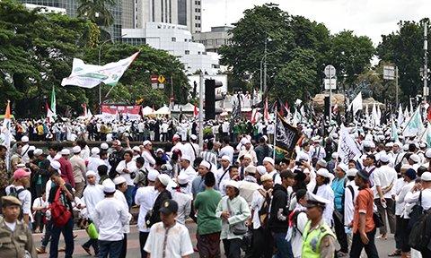 Indonesia arrests Muslim leader for treason