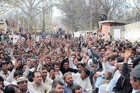 Bomb near Pakistan mosque kills 22
