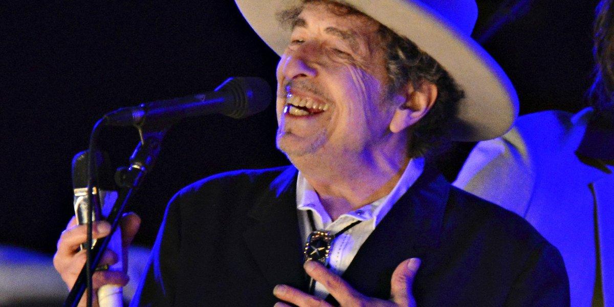 Bob Dylan recevra (enfin) son prix #Nobel https://t.co/e7dX0iry5P