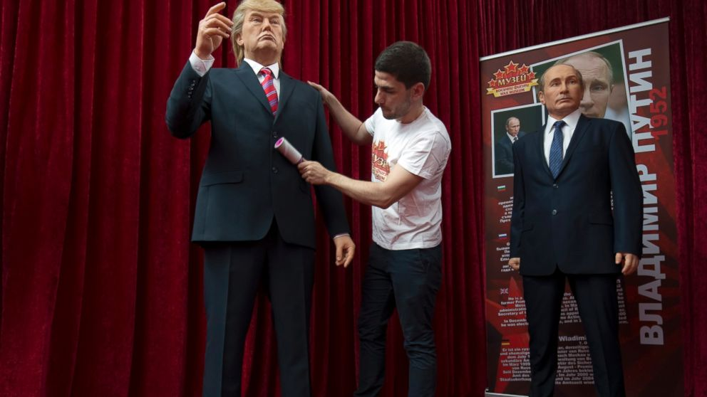 Figures of Trump and Putin meet in Bulgarian mall