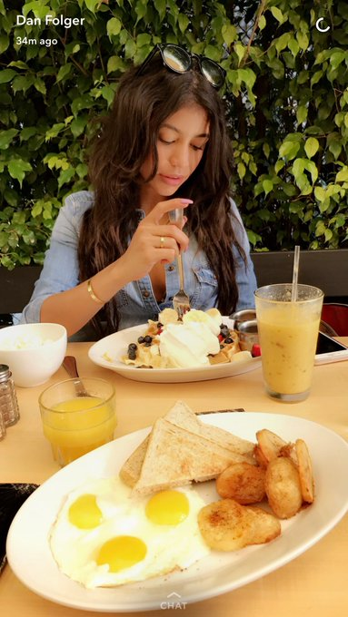 2 pic. #GoodMorning #BuenosDias #Breakfast #Desayuno 🥐🥓🥞🍌🍓🧀🍦 @VRodProductions https://t.co/CvrPpCybQp