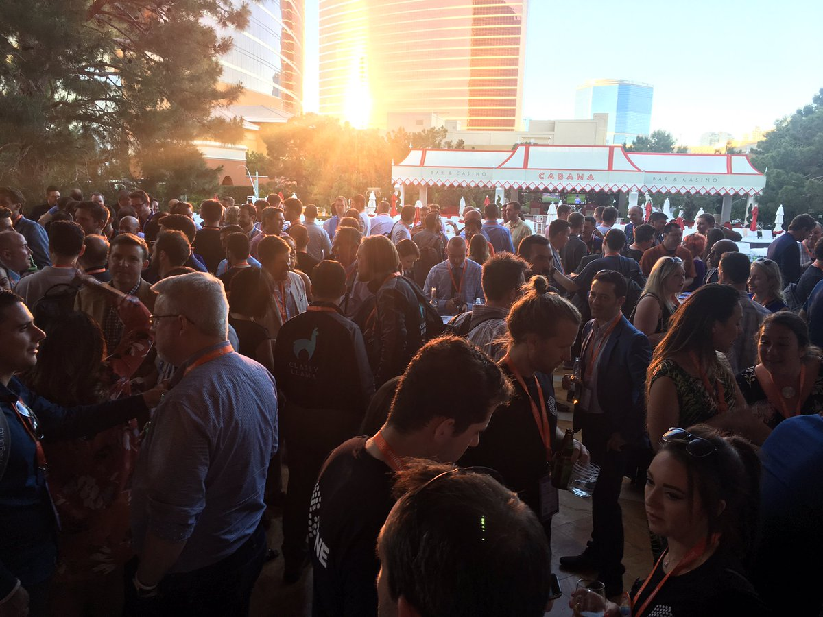 atwixcom: The party is packed! So many great people! #preimagine #Magentoimagine https://t.co/28RVuJvVuZ