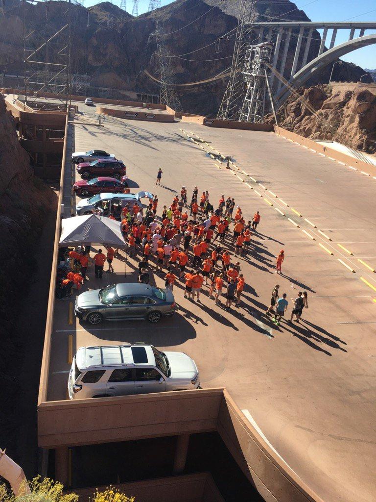 brentwpeterson: Lots of orange at the #bigdamrun today #Magentoimagine https://t.co/0PRqWqolv8
