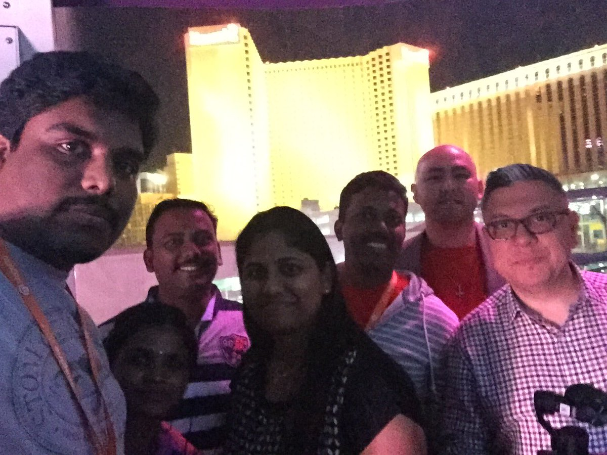 DCKAP: @DCKAP team @HighRollerVegas #MagentoImagine #imagine2017 #LasVegas https://t.co/aQVrcnBssR