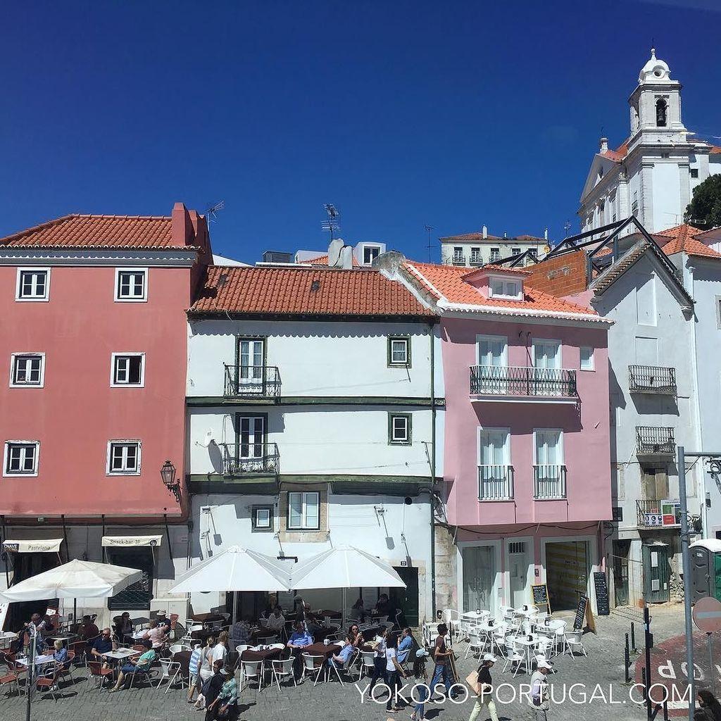 test ツイッターメディア - アルファマ地区の中心地、シャファリス・デ・デントロ広場です。散策中に迷った時は、坂を下り続ければこの広場に着きます。広場の前はファド博物館です。#リスボン #ポルトガル https://t.co/JspWEfZ5q4