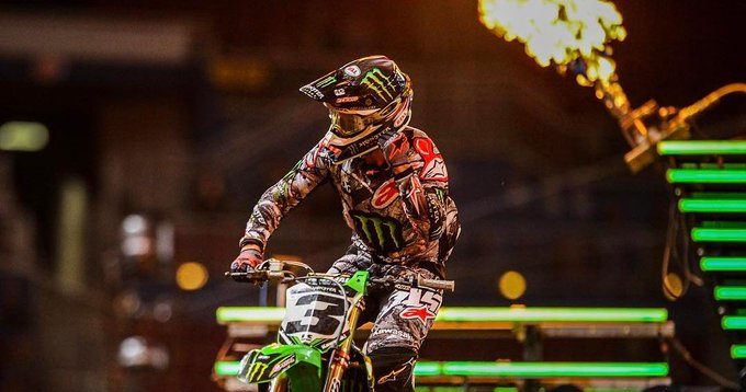 ON FIRE; Tomac posts another @SupercrossLive victory