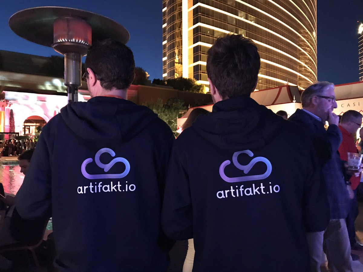 artifakt_io: Party time at #MagentoImagine 2017! ☁️🌇#CloudisComing https://t.co/JfiLfY5sxL