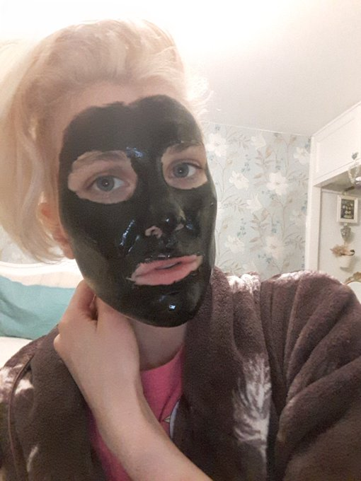 1 pic. These black face masks are some kinky shit https://t.co/ZRPRJ3U40W